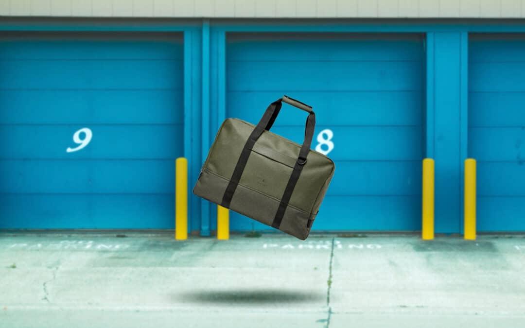 Buitje – plensbui – stortbui, deze RAINS-tas kan het hebben